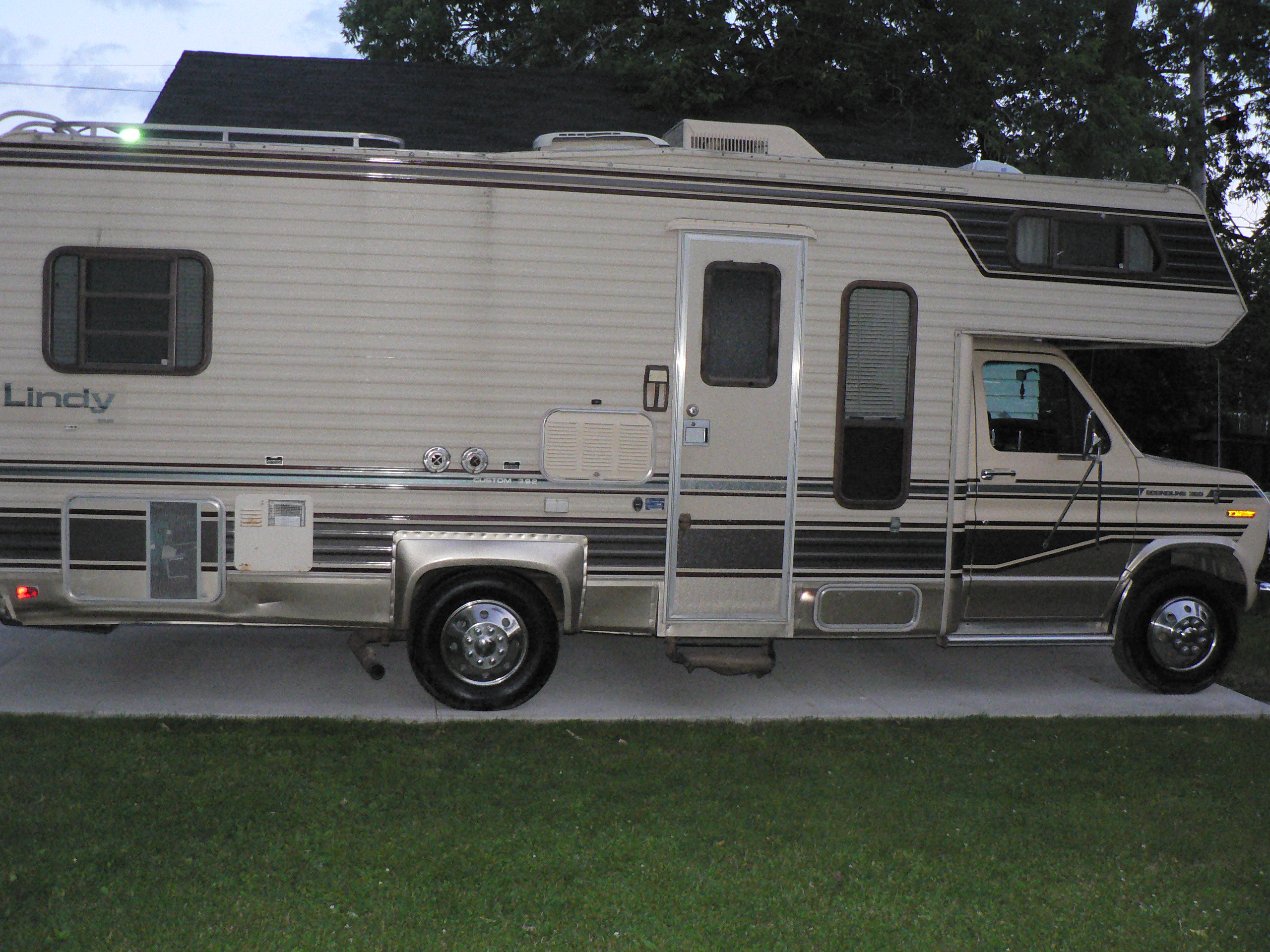 Loanables RV Mobile Home Camper located in Appleton WI