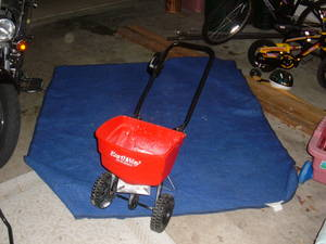 Fertilizer Broadcast Spreader rental Austin, TX