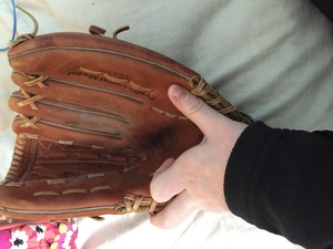 Left-Handed Baseball Glove rental St. Louis, MO