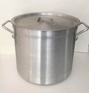 Extra-large 16 quart stainless pot with lid rental Austin, TX