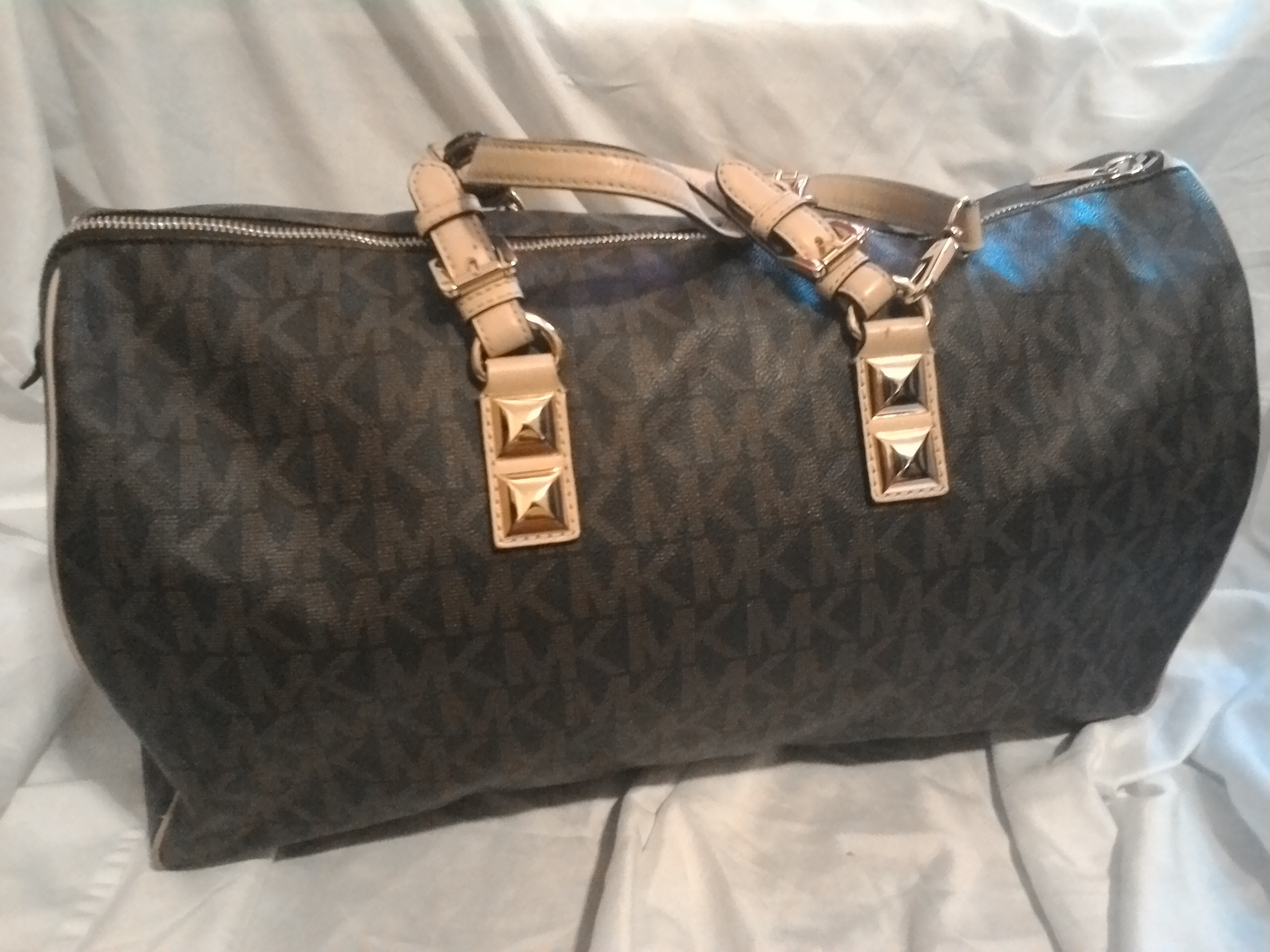 cb277692a17b40 Loanables:Michael Kors Travel Bag Rental located in Hempstead , TX