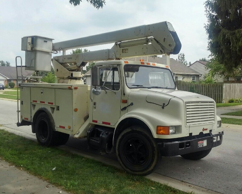 Loanables 1990 International 37 Bucket Truck W Driver