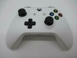 xbox controller with a chargeable back  rental Cincinnati, OH
