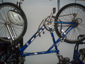 2001 GT Mountain Bike comes with bike rack rental Houston, TX