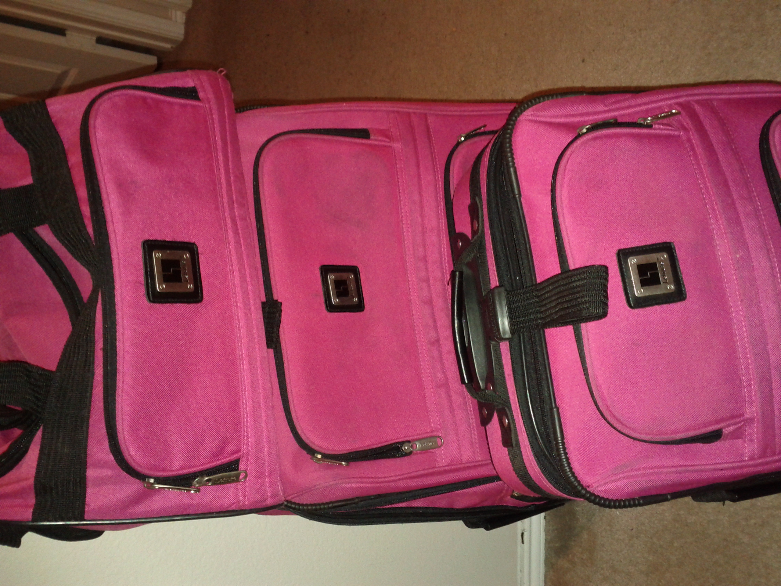 Loanables Leisure 3 Pc Luggage Set Rental Located In