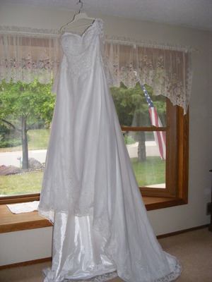 2 Wedding Dresses rental Minneapolis-St. Paul, MN